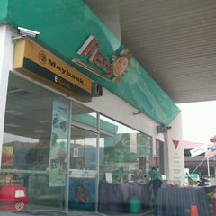 Photo taken at Petronas Jalan Haji Ahmad by Din Kuantan on 5/26/2013
