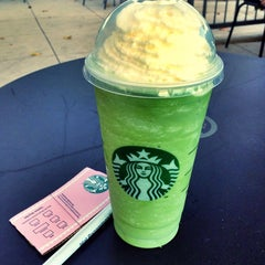 Photo taken at Starbucks by Luis Alberto on 9/17/2014