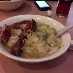 Photo taken at 102 Noodles Town 永旺飯店 by Frederic D. on 9/21/2013