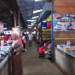 Photo taken at ตลาดสดหน้าเมืองสิงหนคร, สงขลา by Orchis P. on 6/24/2014