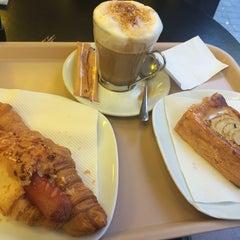 Photo taken at 365.cafè by Lebinh N. on 6/19/2014