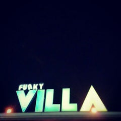 Photo taken at Funky Villa (ฟังกี้ วิลล่า) by Nateerak T. on 11/22/2012