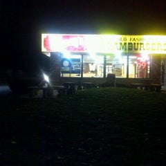 Photo taken at Wendy's by Shardae J. on 11/27/2012