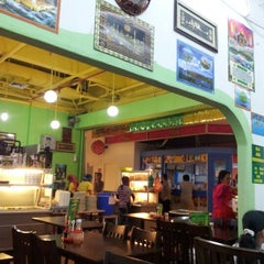 Photo taken at Restoran Siti Corner by CeliaCelga on 1/1/2013