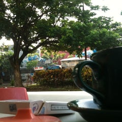 Photo taken at Menyenk Cafe by Nanang A. on 12/22/2012