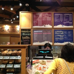 Photo taken at The Coffee Bean & Tea Leaf by Lorma B. on 11/18/2012