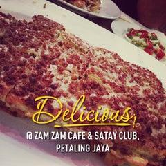 Photo taken at Zam Zam Restaurant by Rafiq F. on 1/26/2013