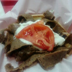 Photo taken at Windy City Gyros by Draconidas Andrades C. on 4/13/2014