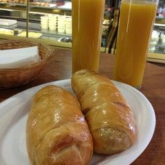 Photo taken at Antojos Araguaney Gourmet by Daniela B. on 1/25/2013