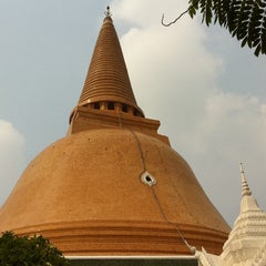 Photo taken at วัดพระปฐมเจดีย์ฯ (Wat Phra Pathom Chedi) by TorTI P. on 3/3/2011