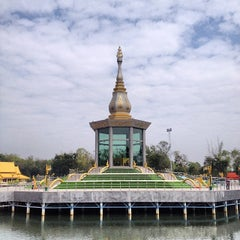 Photo taken at วัดป่ากุง (วัดประชาคมวนาราม) by Sorapong Y. on 12/22/2013