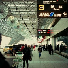 Photo taken at 臺灣桃園國際機場第二航廈 Taiwan Taoyuan International Airport Terminal 2 by Michelle C. on 12/9/2012