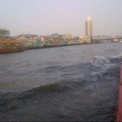 Photo taken at Chao Phraya River by Hafify Rusydi R. on 3/6/2013