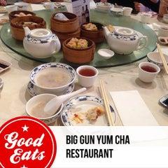 Photo taken at Big Gun Chinese Restaurant (廣州樓) by Daniel J. on 9/29/2013