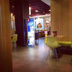Photo taken at McDonald's by Bogdan🐯 on 12/9/2014