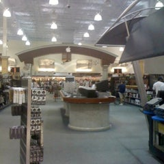 Photo taken at Fry's Electronics by Leslie C. on 11/28/2012
