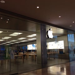 Photo taken at Apple Store, Campania by Robin B. on 11/5/2013