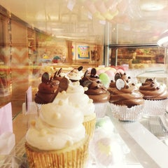 Photo taken at Sugar & Plumm, Purveyors of Yumm by Tommy C. on 4/25/2013