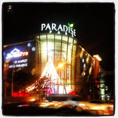 Photo taken at Paradise Park (พาราไดซ์ พาร์ค) by Plafisho S. on 1/8/2013