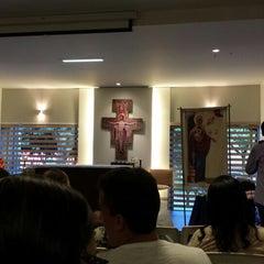 Photo taken at Centro de Evagelização Comunidade Católica Shalom by Willian A. on 4/6/2014