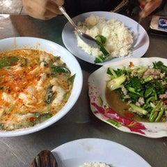Photo taken at ย่านราชวัตร (Ratchawat Area) by Chompoonakbin on 7/24/2015