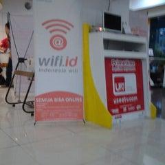Photo taken at Plasa Telkom Jakarta Timur by Lusye Frieda R. on 12/21/2012