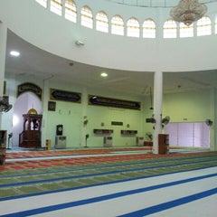 Photo taken at Masjid Al-Ansar, Changkat Lada by Nur Hafizah M. on 4/5/2013