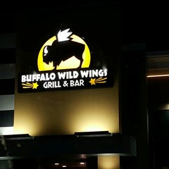 Photo taken at Buffalo Wild Wings by Nadee H. on 5/17/2015