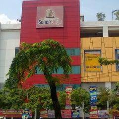 Photo taken at Pusat Grosir Senen Jaya by Handy M. on 12/2/2012