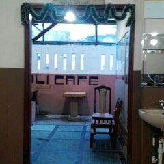 Photo taken at Boli Boli Cafe (Pemandian Air Panas) by komarudin h. on 12/16/2015