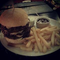 Photo taken at Garage Burger by Bruno C. on 10/27/2012