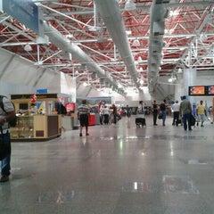 Photo taken at Aeroporto Internacional de São Luís / Marechal Cunha Machado (SLZ) by Elielton G. on 12/28/2012