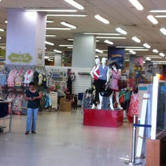 Photo taken at Diunsa Superstore by Liliana A. on 4/16/2013