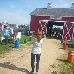 Photo taken at Klackle's Orchard by jonas on 9/20/2014