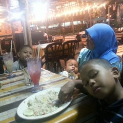 Photo taken at CRK Tomyam Seafood by Danny 3. on 12/25/2012