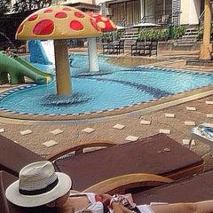 Photo taken at โรงแรม หิน น้ำ ทราย สวย 1 (Hin Nam Sai Suay 1) by TuuZy AplenTy on 10/15/2014