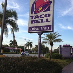 Photo taken at Taco Bell by Mooney M. on 2/19/2013