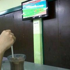 Photo taken at Mahallah Nusaibah Cafeteria by Sarah Al Jayy on 12/9/2012