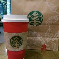 Photo taken at Starbucks (สตาร์บัคส์) by Pu C. on 11/14/2015