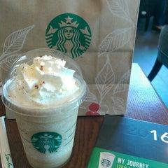 Photo taken at Starbucks (สตาร์บัคส์) by Pu C. on 11/22/2015
