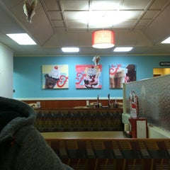 Photo taken at Friendly's by Taylor E. on 12/29/2012
