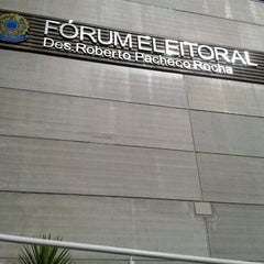 Photo taken at Tribunal Regional Eleitoral do Paraná by Julice F. on 4/24/2013