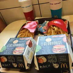 Photo taken at McDonald's by Jéssica P. on 3/1/2015