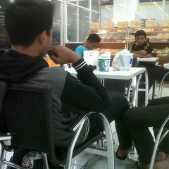 Photo taken at Indomaret by Gunawan A. on 11/20/2012
