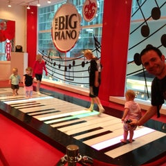Photo taken at FAO Schwarz by Monica G. on 6/22/2013
