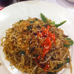 Photo taken at Wagamama by Redna S. on 3/17/2013