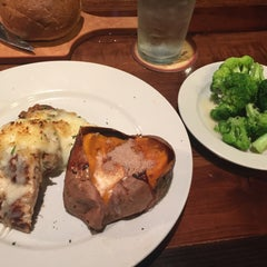 Photo taken at LongHorn Steakhouse by DeVon F. on 5/21/2015