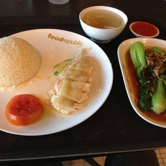 Photo taken at Food Republic (ฟู้ด รีพับลิค) by Pabpab S. on 12/17/2012