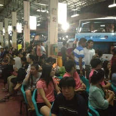 Photo taken at สถานีขนส่งผู้โดยสารจังหวัดลําปาง (Lampang Bus Terminal) by Neus B. on 4/17/2013