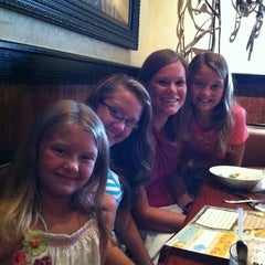 Photo taken at LongHorn Steakhouse by Michael H. on 8/9/2011